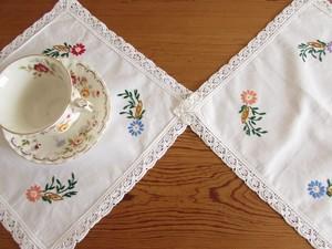 【小花つづき】可愛い小花の手刺繍のテーブルマット2枚 /ヴィンテージ・ドイツ