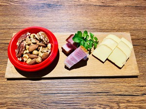 【5パックセット】自家製ナチュラリストの燻製3種セット【無添加燻製ガーリックオイル・ミックスナッツ、濃厚燻製モッツァレラチーズ、ピリ辛ガーリックオイル風味の燻製ベーコン】