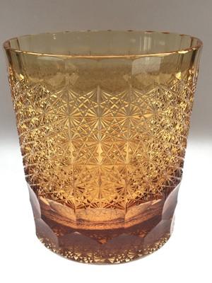 江戸切子 ロックグラス 大(菊つなぎ)  送料無料 無料包装 クリスタルガラス  琥珀色 焼酎グラス ウイスキーグラス 琥珀色 結婚祝 海外土産 退職祝 記念品 古希祝 誕生日プレゼント 贈答用