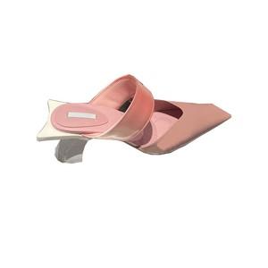 受注生産商品 トゥーODDストラップローヒール(Grey,Pink) 178