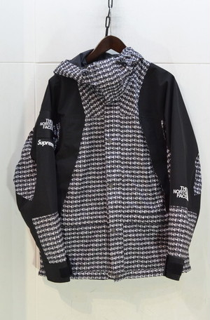 Supreme The North Face Studded Mountain Light Jacket