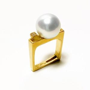 南洋真珠とダイヤのスクエアリング