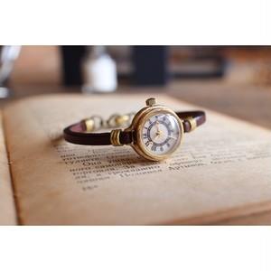 小さいブレスレットのような時計