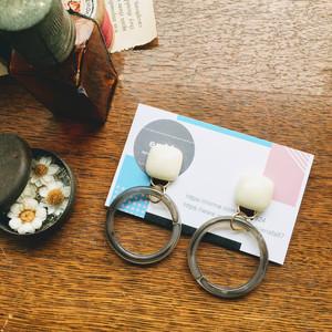 【enAfa】マーブルフープのイヤリング:グレー
