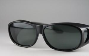 眼鏡の上からかけられる偏光カバーグラス7168