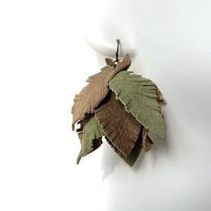 leafピアス・イヤリング〈Lブラウン・サバンナ〉