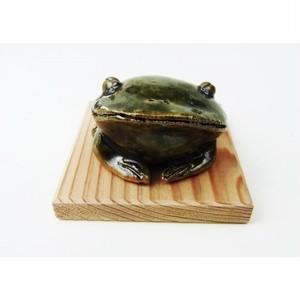 土楽庵 福助蛙 釉薬[苔緑] 台付き afkyu-m-1710