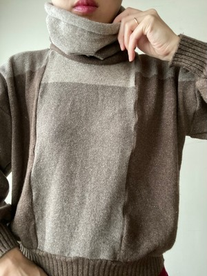 80-90s Design High Neck Sweater