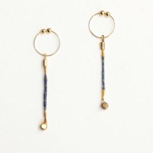 ヴィオラ弦のカジュアルピアス Strings endparts earrings (Yellow × Blue)