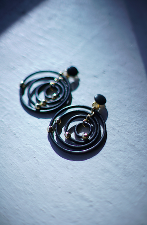 THE Dallas / leather ring earring