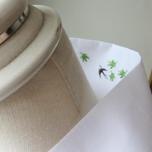 半衿・白半衿のようで燕と青紅葉の刺繍(白木綿)