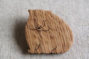 木製ウォンバットブローチ