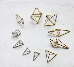 八面体ピアス/イヤリング 真鍮  1ピース(片耳分のお値段になります) by Haru Suzuki