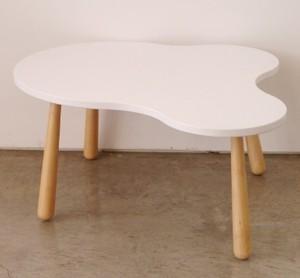 67. 雲形ポップカフェデザインのシャビーローテーブル