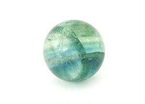 「中国産 ブルーグリーン フローライト(蛍石) オーラ(虹)入り 高品質結晶 丸玉」 約30ミリ AGZ-144