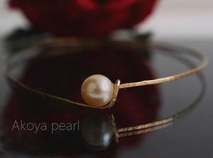 あこや真珠のゴールドバングル・オーバル型(ハンド・ハンマリング)