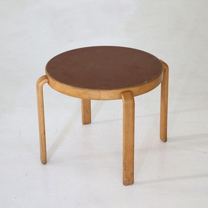 Side table / Magnus Olsen