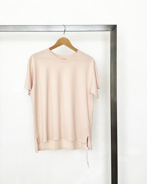 upper hights/ sideslit cotton tee