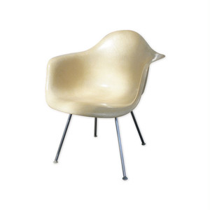 Eames Plastic Arm Chair w/Lounge H-Base