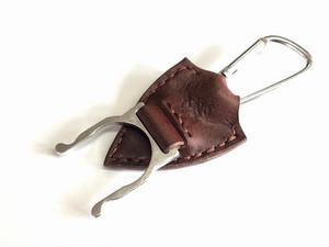 ペットボトルホルダー 革:焦げ茶  糸:茶色
