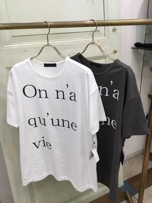 アトリエシックス綿100%ロゴTシャツ