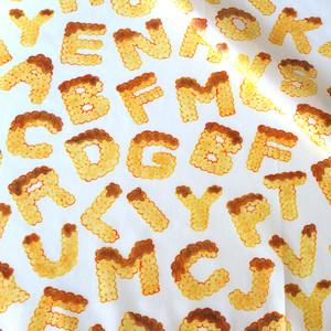【オーガニックコットン サテン生地】biscuits alphabet(chocolate)100cm単位(幅142cm):受注生産