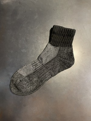 TrAnsference line middle socks - complete black object dyed