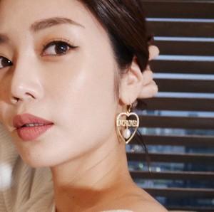 """UCE-30G UNCHAINED Heart Earrings """"BIG LOVE"""""""