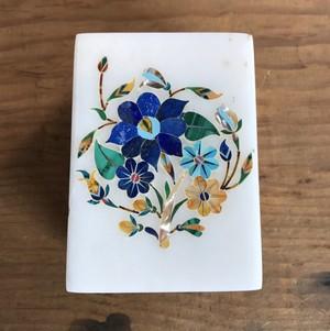 【50%OFF】手彫り 宝石箱 インド アーグラ 石細工 丸型 小物入れ 宝石入れ 美術品