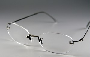 枠なし遠近両用老眼鏡(境目あり)・ライトタイプ(ガンメタ)[R0609]