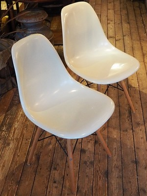Herman miller 2 shell chairs, white