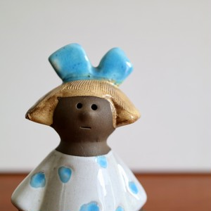 Jie Gantofta ジィ・ガントフタ / Flower Girl フラワーガール 青いリボンの女の子