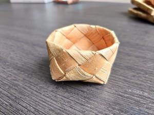 白樺樹皮の小籠(1.5㎝テープ)