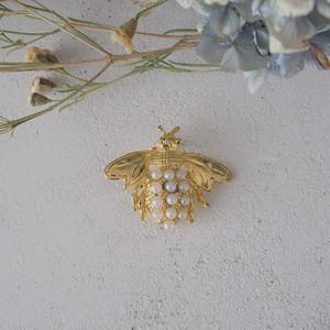 ゴールドとパールの蜂のブローチ