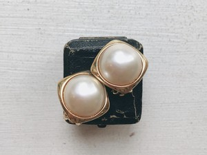 Vintage gold&pearlcolor earring