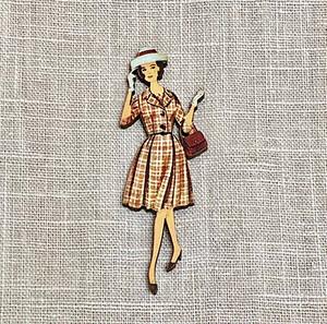 フランス製 木製ボタン【チェックワンピースの女性】