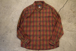 USED Women 90s patagonia L/S shirt -Small S0563