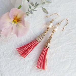 ●nohohon (pink)絹組ひもタッセルとコットンパールのピアス