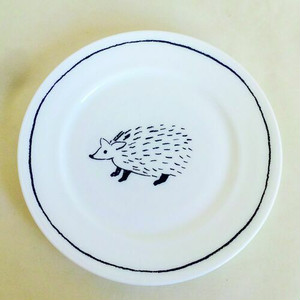 プレート|M MilkGlass アニマル 松尾ミユキ 【日本製】 |hedgehog / cat