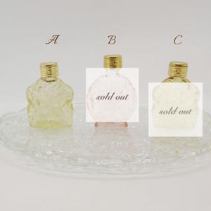 ボヘミアガラスの香水瓶::: クリア系