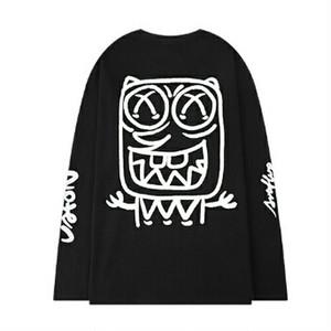 メンズ長袖Tシャツ。ロゴとユニークバックプリントブラック/ホワイト2カラー