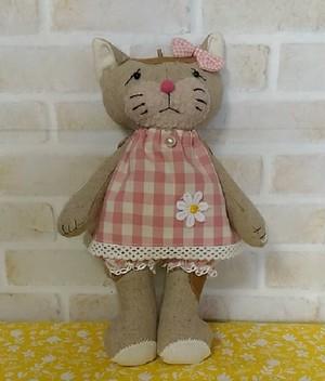 ピンクのお洋服を着たブチ猫さん31㎝