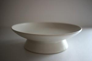 鈴木しのぶ 高台皿6寸(白)