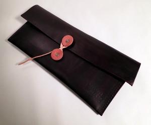 【一点物】手染め 黒よりのこげ茶 ヌメ革 ワイルドなクラッチバッグ カタカタカバン