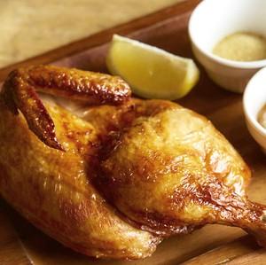 テイクアウト商品:フェイマスフライドチキン(丸鶏の半身揚げ)