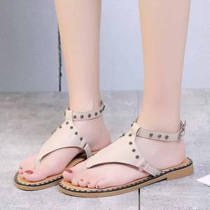 【sandal】 2018 new  summer simple  flat rivet beach sandal