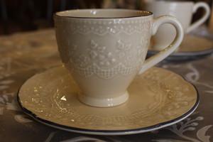 アンティーク感のあるカップ&ソーサー