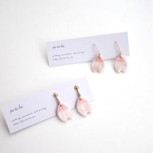 桜の花びら耳飾り