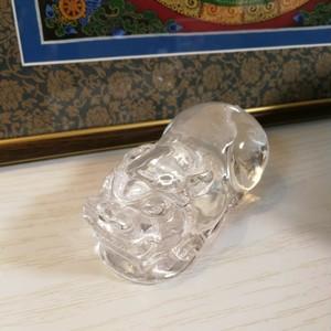 財宝を蓄え、風水で縁起が良い貔貅(ひきゅう) 水晶の置物