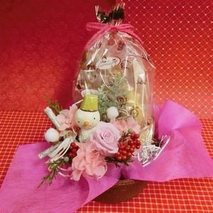 陶器のスノーマンと白いバラのプリザーブドフラワーを使った可愛いアレンジと冬の焼き菓子8袋のギフトセット
